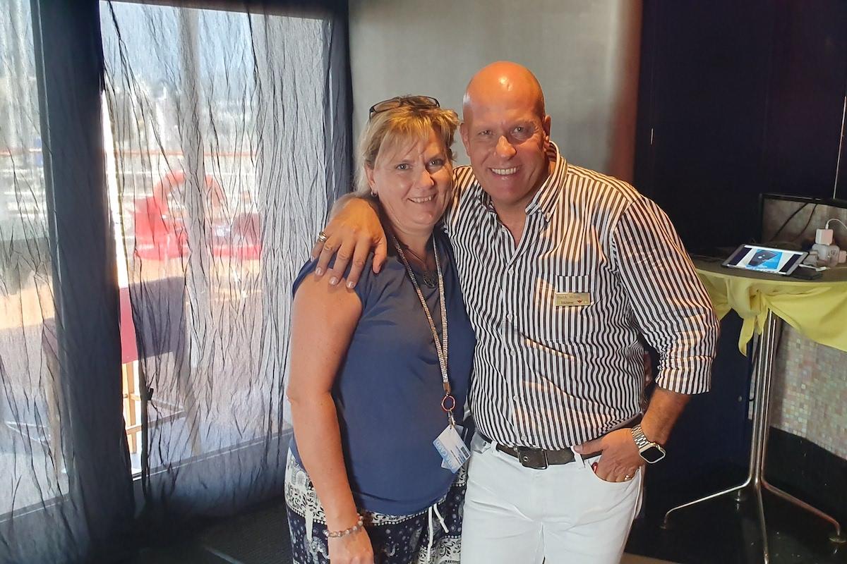 Manuela Aust mit Frank Wilde auf der AIDA in Singapore
